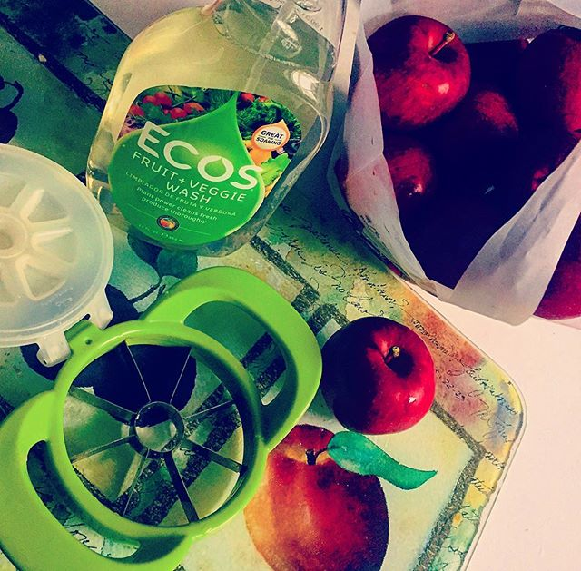 Before you pick that perfect #apple this #fall, pick up a bottle of #ecosfruitandveggiewash @marianosmarket. Just a spray or two before you rinse, cut and serve will make the #celiacmom in you feel extra sure that your #celiackid is getting the #nutrition they so desperately need, without any unwanted #crosscontamination. Happy Fall, Y'All!  #applepicking #itsfallyall #glutenfreeceliackids #gf #glutenfree #glutenfreeliving #celiacsafe #celiacdisease #celiacdiseaseawareness #celiac #applepickingseason #glutenfreelife #healthysnacks #anappleaday